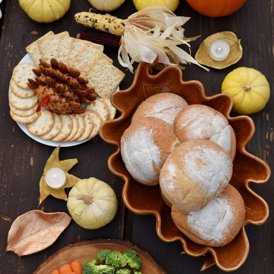 "<p>A beautiful addition to your Thanksgiving table, these leaf bowls made with air dry clay are easier to create than they look, so kids can help make them. </p><p><strong>Get the tutorial at <a href=""https://www.makelifelovely.com/clay-leaf-bowls/"" rel=""nofollow noopener"" target=""_blank"" data-ylk=""slk:Make Life Lovely"" class=""link rapid-noclick-resp"">Make Life Lovely</a>.</strong></p><p><a class=""link rapid-noclick-resp"" href=""https://www.amazon.com/Crayola-Air-Clay-Bucket-White/dp/B000J07LF8?tag=syn-yahoo-20&ascsubtag=%5Bartid%7C10050.g.1201%5Bsrc%7Cyahoo-us"" rel=""nofollow noopener"" target=""_blank"" data-ylk=""slk:SHOP AIR DRY CLAY"">SHOP AIR DRY CLAY</a><br></p>"