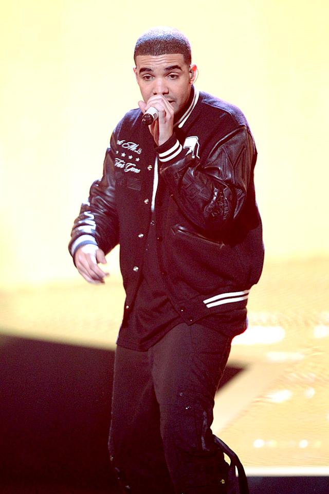 """After debuting a new verse to Young Jeezy's hit """"Lose My Mind"""" on stage with Jeezy himself, Canadian artist Drake went on to pick up the Best Male Hip-Hop Artist award. Frederick M. Brown/ GettyImages.com - June 27, 2010"""
