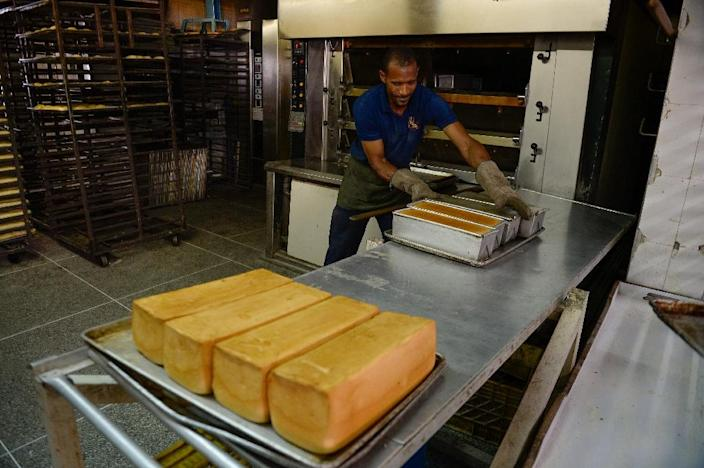 A baker makes sandwich bread at one of the few bakeries still offering some bread in Caracas (AFP Photo/Federico Parra)