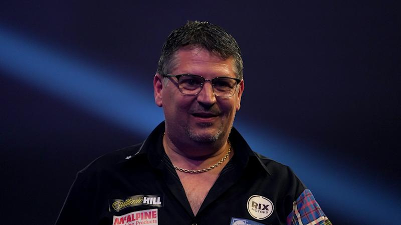 Gary Anderson edges past Michael Smith on tie-break into World Matchplay final
