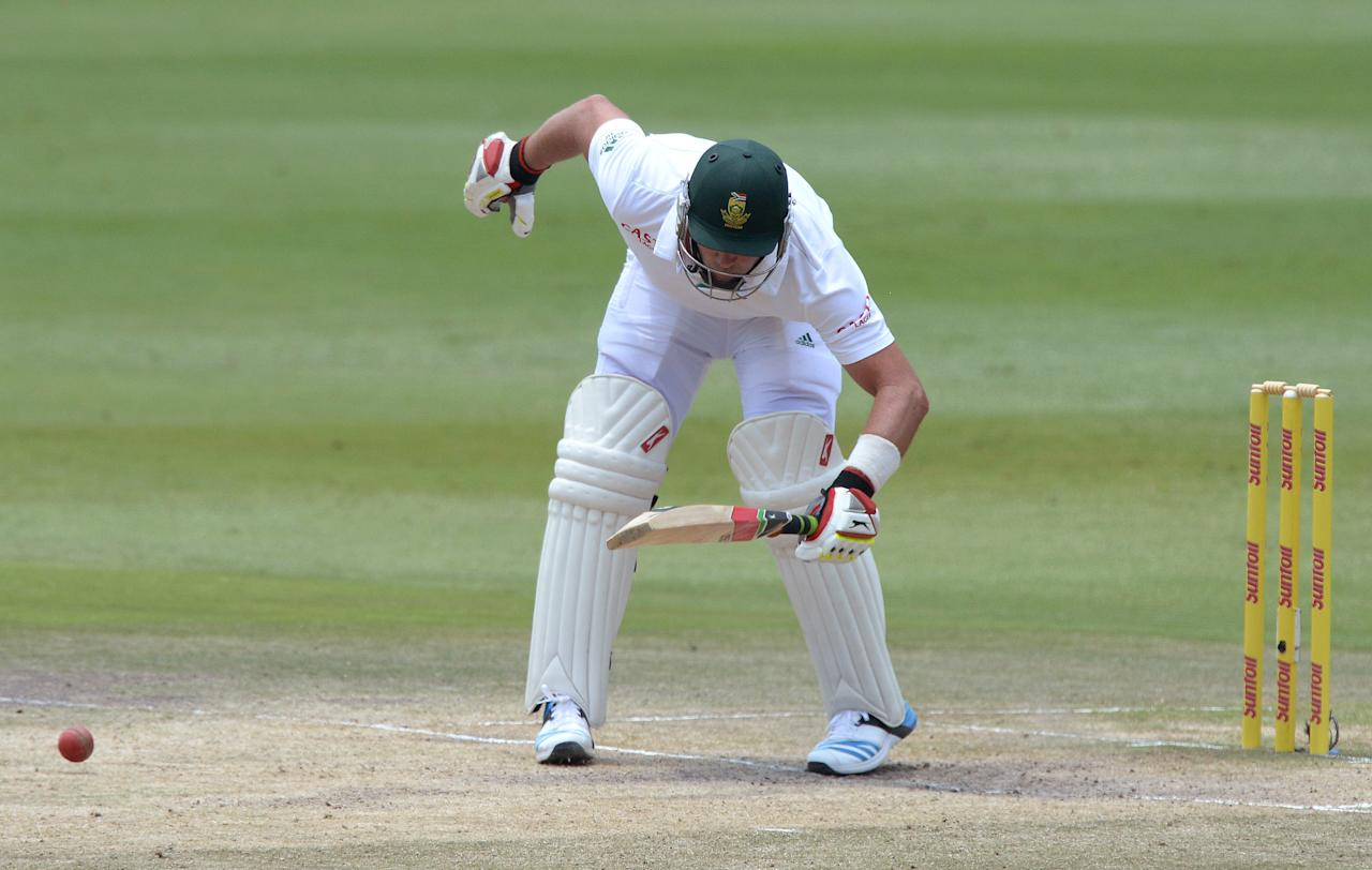 JOHANNESBURG, SOUTH AFRICA - DECEMBER 22: Jacques Kallis of South Africa gets hit by a bouncer during day 5 of the 1st Test match between South Africa and India at Bidvest Wanderers Stadium on December 22, 2013 in Johannesburg, South Africa. (Photo by Duif du Toit/Gallo Images/Getty Images)