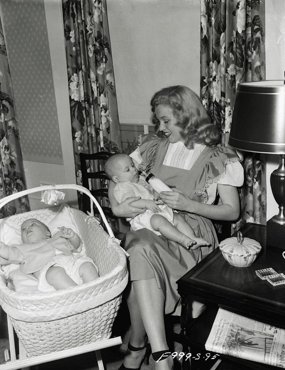 <p>Marilyn never had any children, but she looks like she would've been a natural if she did. </p>