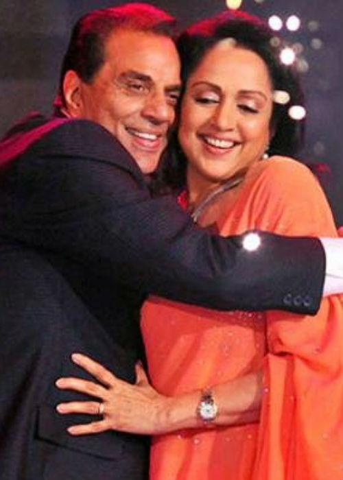 <b>3. Dharmendra-Hema Malini</b><br><br>It is said that Hema Malini and Dharmendra fell in love on the sets of 'Tum Haseen Main Jawan'. Dharam was already married and had two sons Sunny and Bobby. Before marriage both they converted to Islam, since Dharmendra's first wife, Prakash Kaur, was not keen on giving him a divorce. The couple has since completed 32 years of marriage and have two daughters Esha and Ahana.