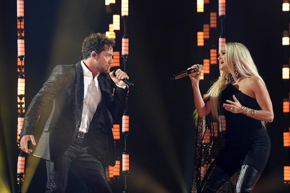 """David Bisbal, left, and Carrie Underwood put on an amazing performance of their bilingual duet """"Tears of Gold"""" for the first time on television."""