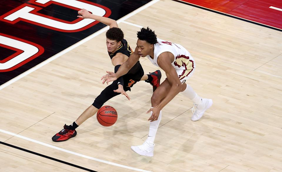 Scottie Barnes (4) of Florida State and Samuell Williamson (10) of Louisville battle for a loose ball during a game on Jan. 18, 2021. (Andy Lyons/Getty Images)