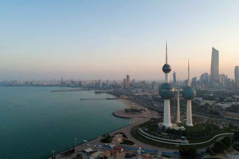 Kuwait finance minister urges public finance reform with oil price low