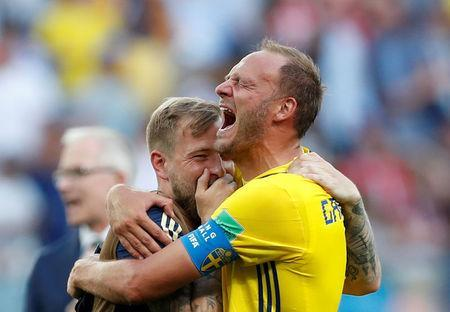 Soccer Football - World Cup - Group F - Sweden vs South Korea - Nizhny Novgorod Stadium, Nizhny Novgorod, Russia - June 18, 2018 Sweden's Andreas Granqvist and John Guidetti celebrate victory after the match REUTERS/Matthew Childs