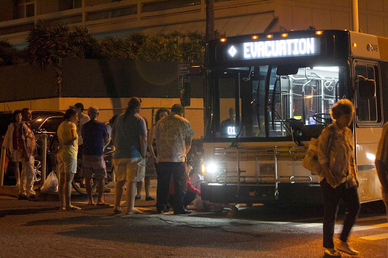 <p>An evacuation bus takes residents of the Marco Polo building to a nearby shelter after a deadly fire at the building, Friday, July 14, 2017, in Honolulu. (Photo: Marco Garcia/AP) </p>