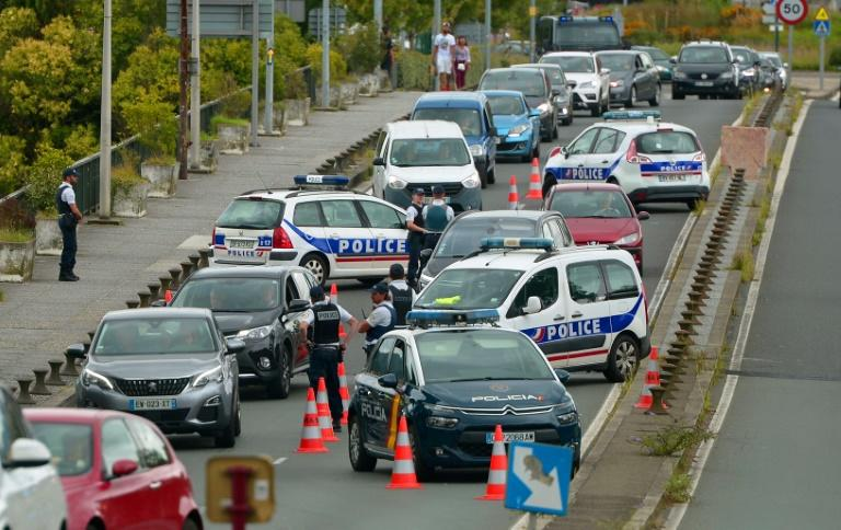Checkpoints have been set up at the Saint-Jacques bridge near the French-Spanish border (AFP Photo/IROZ GAIZKA)