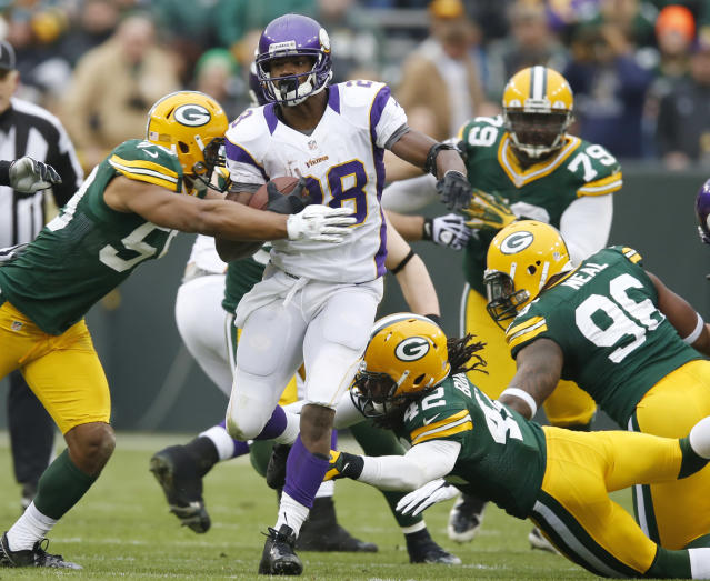 Minnesota Vikings running back Adrian Peterson breaks away for a 48-heard run during the second half of an NFL football game against the Minnesota Vikings Sunday, Dec. 2, 2012, in Green Bay, Wis. (AP Photo/Tom Lynn)