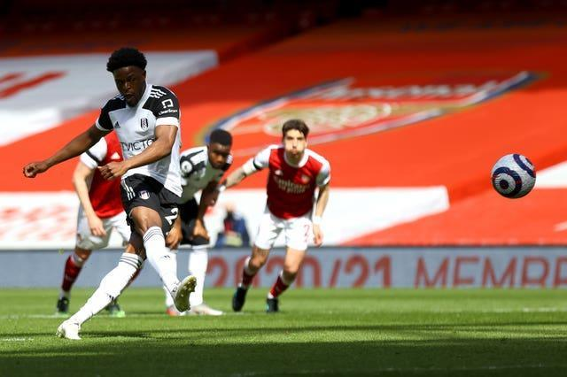 Josh Maja scores a penalty for Fulham