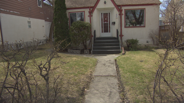 Elderly couple goes without mail delivery for over 5 weeks over safety issue