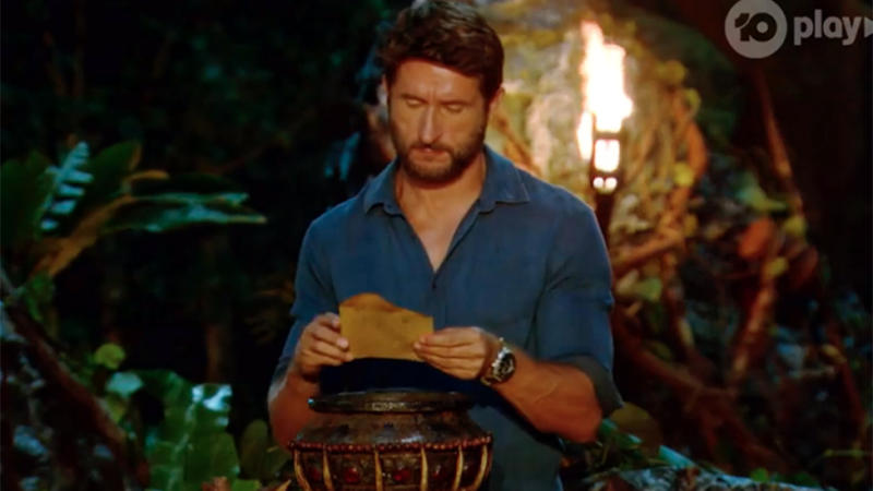Jonathan LaPaglia reads a vote on Survivor All Stars