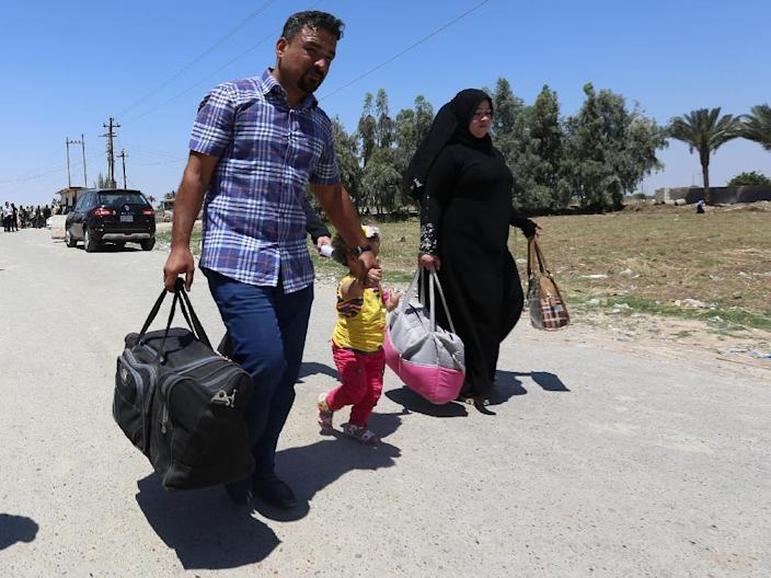 At least 25,000 people have been forced from their homes by the fighting in the Iraqi city of Ramadi, according to the United Nations (AFP Photo/Sabah Arar)