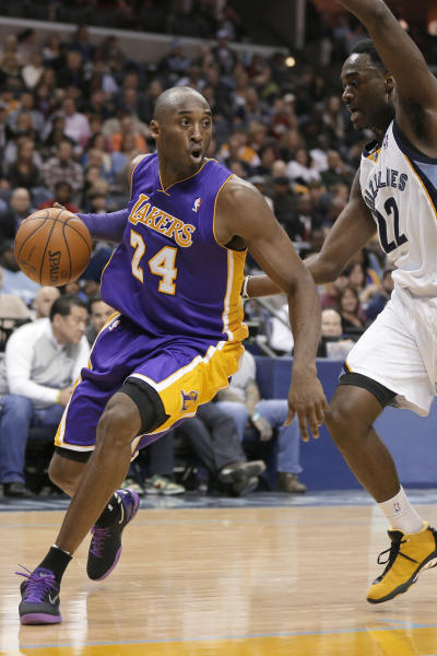 Los Angeles Lakers' Kobe Bryant (24) dribbles around Memphis Grizzlies' Jamaal Franklin (22) during the first half of an NBA basketball game in Memphis, Tenn., Tuesday, Dec. 17, 2013. (AP Photo/Danny Johnston)
