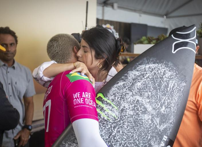 Filipe Toledo is hugged by his wife, Ananda Marcal, before his match against Gabriel Medina
