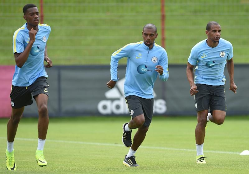 (L-R) Manchester's midfielder Tosin Adarabioyo, Manchester's Brazilian midfielder Fernandinho Roza and Manchester's Brazilian midfilder Fernando run during a training session (AFP Photo/Chirstof Stache)