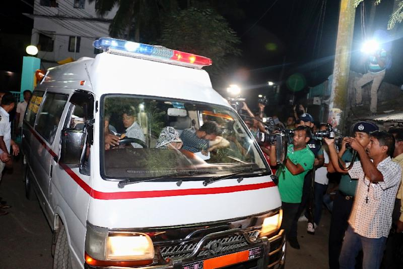 An ambulance leaves Khulna Jail carrying body of Asadul Islam after he was executed on October 16, 2016 (AFP Photo/)
