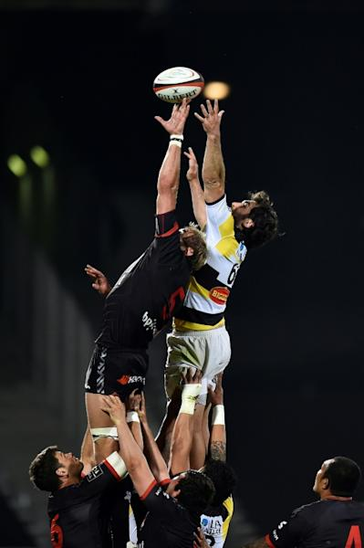 Lyon's Thibaut Privat (L) catches the ball from the line out during their French Top 14 rugby union match against La Rochelle on April 15, 2017 at the Matmut stadium in Lyon, central eastern France
