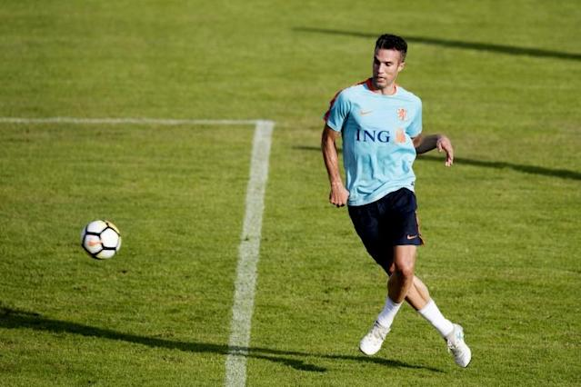 Netherlands forward Robin van Persie will head to Feyenoord, returning to his boyhood stomping ground