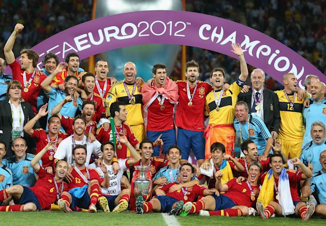 KIEV, UKRAINE - JULY 01: The Spanish team celebrate with the trophy following the UEFA EURO 2012 final match between Spain and Italy at the Olympic Stadium on July 1, 2012 in Kiev, Ukraine. (Photo by Handout/UEFA via Getty Images)