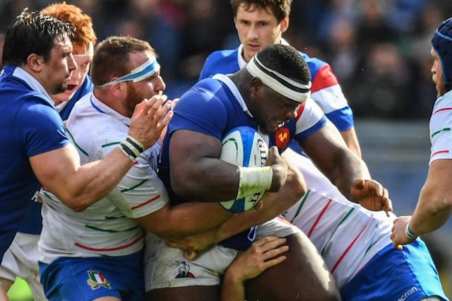France international prop Demba Bamba is tackled by two Italians above the waist during the Six Nations (AFP Photo/Alberto PIZZOLI)