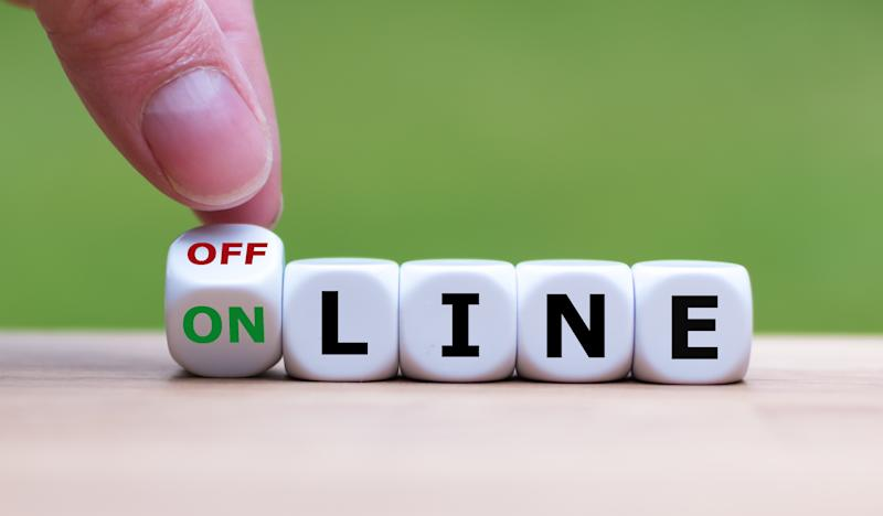 "Hand turns a dice and changes the word ""offline"" to ""online"" (or vice versa)."