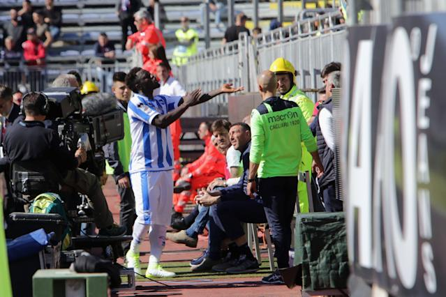 Muntari reacts to Cagliari supporters (Photo by Enrico Locci/Getty Images)