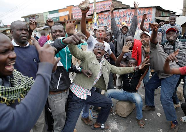 <p>Supporters of opposition leader Raila Odinga gesture in Mathare slum in Nairobi, Kenya, Aug. 9, 2017. (Photo: Goran Tomasevic/Reuters) </p>