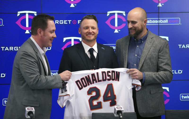 The Minnesota Twins new third baseman Josh Donaldson, flanked by team executive Derek Falvey, left, and manager Rocco Baldelli, is introduced during a baseball news conference Wednesday, Jan. 22, 2020, at Target Field in Minneapolis. (Brian Peterson/Star Tribune via AP)