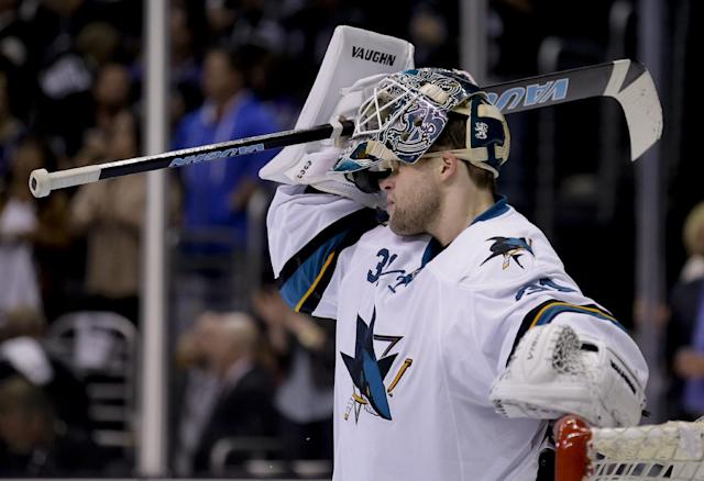 San Jose Sharks goalie Antti Niemi reacts after Los Angeles Kings right wing Justin Williams's goal during the second period in Game 4 of an NHL hockey first-round playoff series in Los Angeles, Thursday, April 24, 2014. (AP Photo/Chris Carlson)