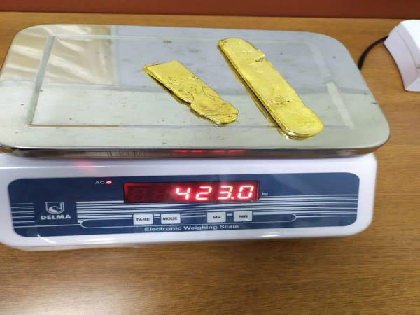 Kerala Air Intelligence Unit recovered 423 grams of gold from Kannur International Airport.