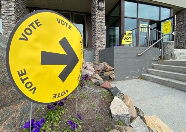 A COVID-19 public exposure notice was issued for the polling station at the Explorer Hotel in Yellowknife. Anyone who was there on Sept. 20 between noon and 1 p.m. should monitor for symptoms, and self-isolate and get tested if they develop. (Chantal Dubuc/CBC - image credit)