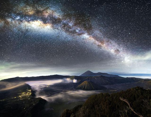 <p>The Milky Way over Mount Bromo in Indonesia. (Photo: Grey Chow/Caters News) </p>