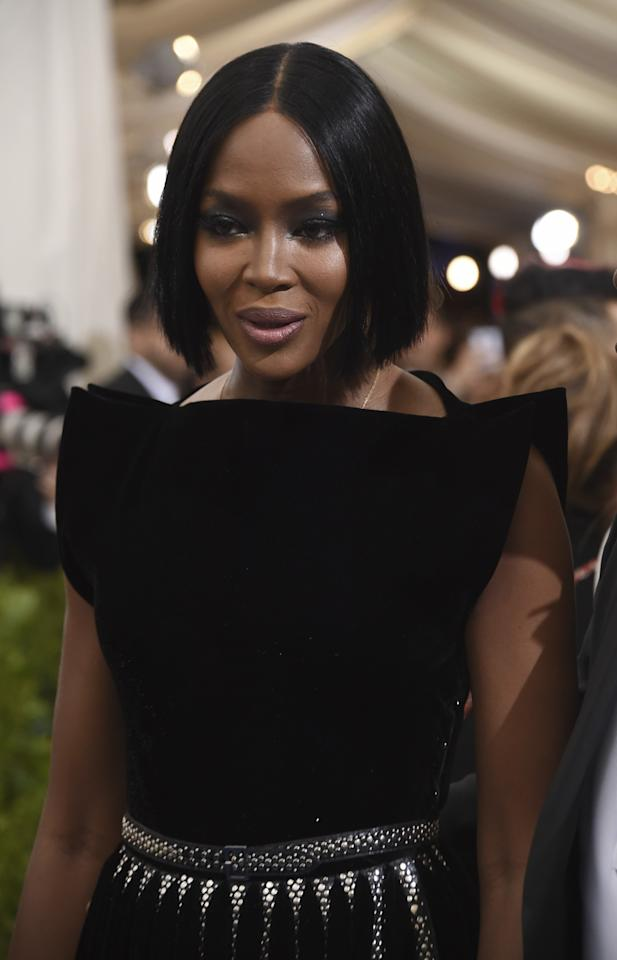<p>Naomi Campbell's sultry eye look using Dark Star 006 in UltraSuede Brown brought us back to her supermodel heyday. (Photo: AP) </p>
