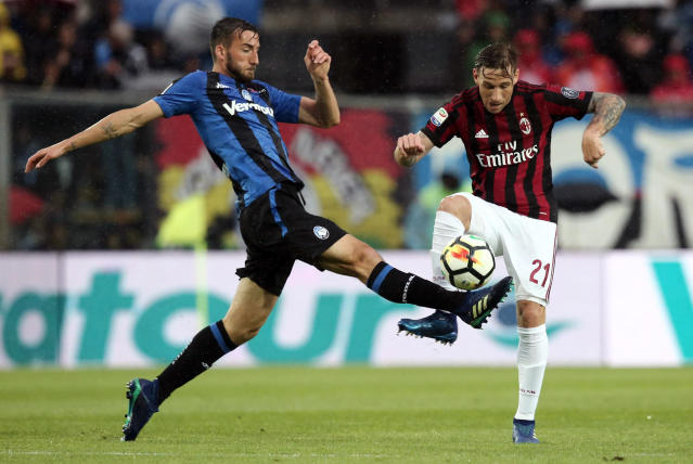 Atalanta's Bryan Cristante, left, and AC Milan's Lucas Biglia go for the ball during the Serie A soccer match between Atalanta and AC Milan, in Bergamo, Italy, Sunday, May 13, 2018. (Paolo Magni/ANSA via AP)