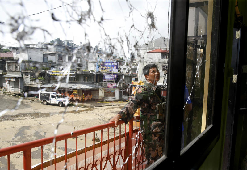 Philippines crisis: Military launches air assault on ISIS-linked fighters