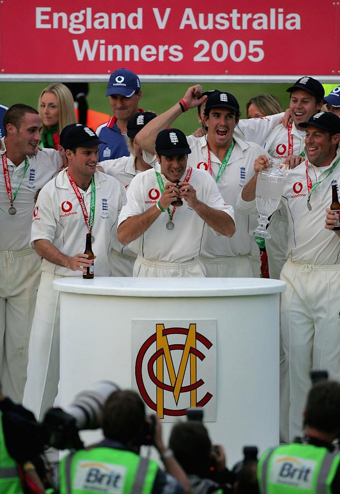LONDON - SEPTEMBER 12:  Michael Vaughan of England lifts the ashes after day five of the fifth npower Ashes Test match between England and Australia at the Brit Oval on September 12, 2005 in London, England.  (Photo by Clive Rose/Getty Images)
