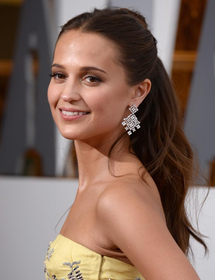 <p>Sweep your strands up and away from your face like Alicia Vikander to show off your statement earrings. (Photo: Getty Images) </p>
