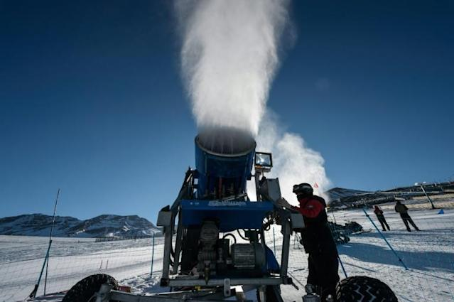 A cannon sprays artifical snow on a ski slope at El Colorado skiing center, in the Andes, some 30 km from Santiago (AFP Photo/Martin BERNETTI)