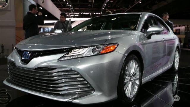 Ars Technica's Jonathan Gitlin takes a look inside Toyota's new 2017 Camry hybrid sedan at the North American International Auto Show in Detroit, Michigan.