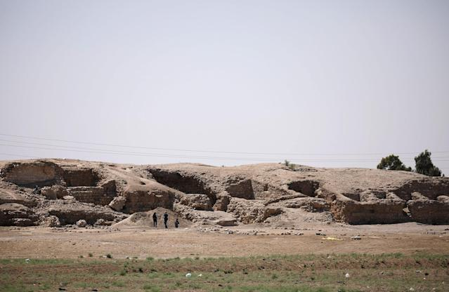 <p>A general view shows the 1,000-year-old Harqalah fortress ruin, west of Raqqa, Syria June 11, 2017. (Photo: Rodi Said/Reuters) </p>