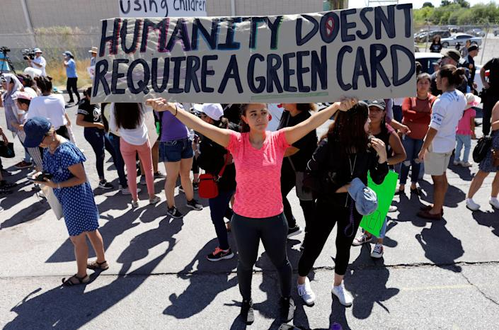 <p>People protest against the Trump administration's policy of separating immigrant families suspected of illegal entry, in El Paso, Texas, June 19, 2018. (Photo: Mike Blake/Reuters) </p>