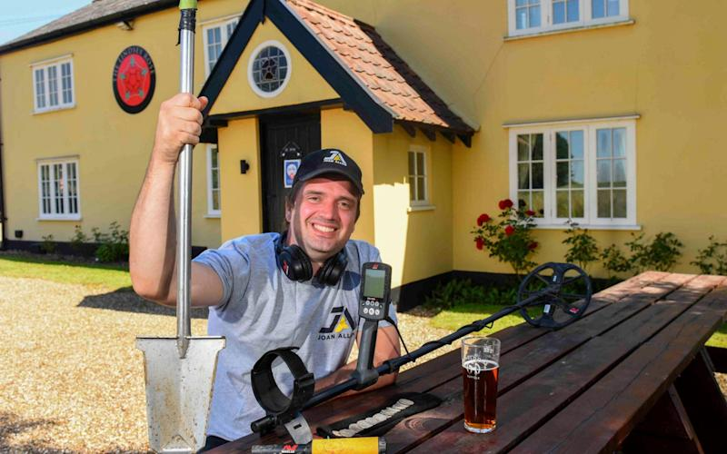 Luke Mahoney with his Minelab Equinox 800 at The Lindsey Rose pub  - Roger Arbon/Solent News & Photo Agency