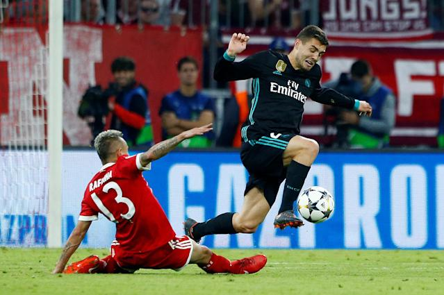 Soccer Football - Champions League Semi Final First Leg - Bayern Munich vs Real Madrid - Allianz Arena, Munich, Germany - April 25, 2018 Real Madrid's Mateo Kovacic in action with Bayern Munich's Rafinha REUTERS/Michaela Rehle