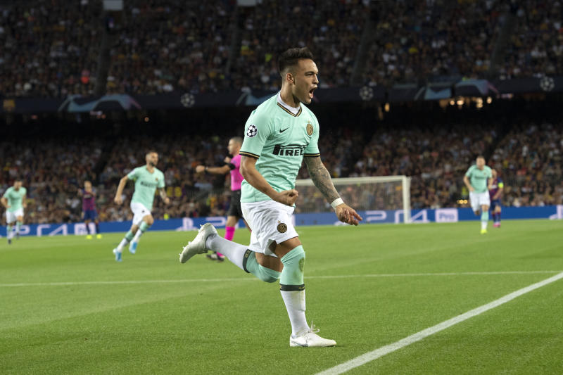 BARCELONA, SPAIN - OCTOBER 02: Lautaro Martinez of Inter Milan celebrates this team's first goal during the UEFA Champions League group F match between FC Barcelona and Inter at Camp Nou on October 2, 2019 in Barcelona, Spain. (Photo by TF-Images/Getty Images)