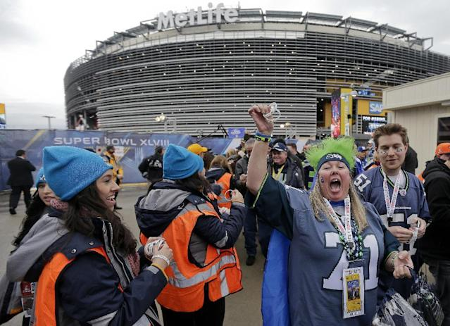 Seattle Seahawks fans arrive at the Meadowlands Rail Station before the NFL Super Bowl XLVIII football game Sunday, Feb. 2, 2014, in East Rutherford, N.J. (AP Photo/Gregory Bull)