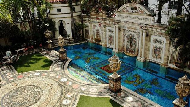 Florida Mansion Where Gianni Versace Was Murdered for Sale (ABC News)