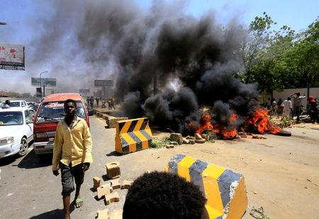 Sudanese protesters burn tyres and barricade the road leading to al-Mek Nimir Bridge crossing over Blue Nile; that links Khartoum North and Khartoum, in Sudan May 13, 2019. REUTERS/Mohamed Nureldin Abdallah