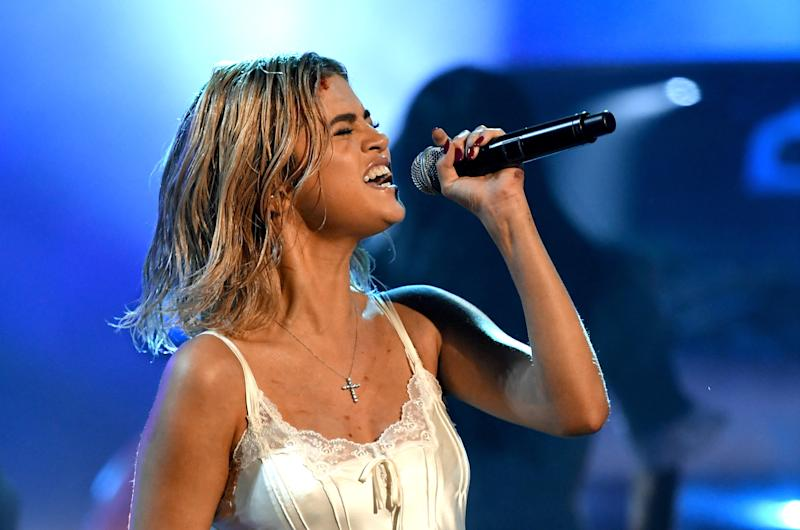Selena Gomez performs at 2017 American Music Awards